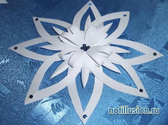 Ажурная объемная снежинка из бумаги своими руками